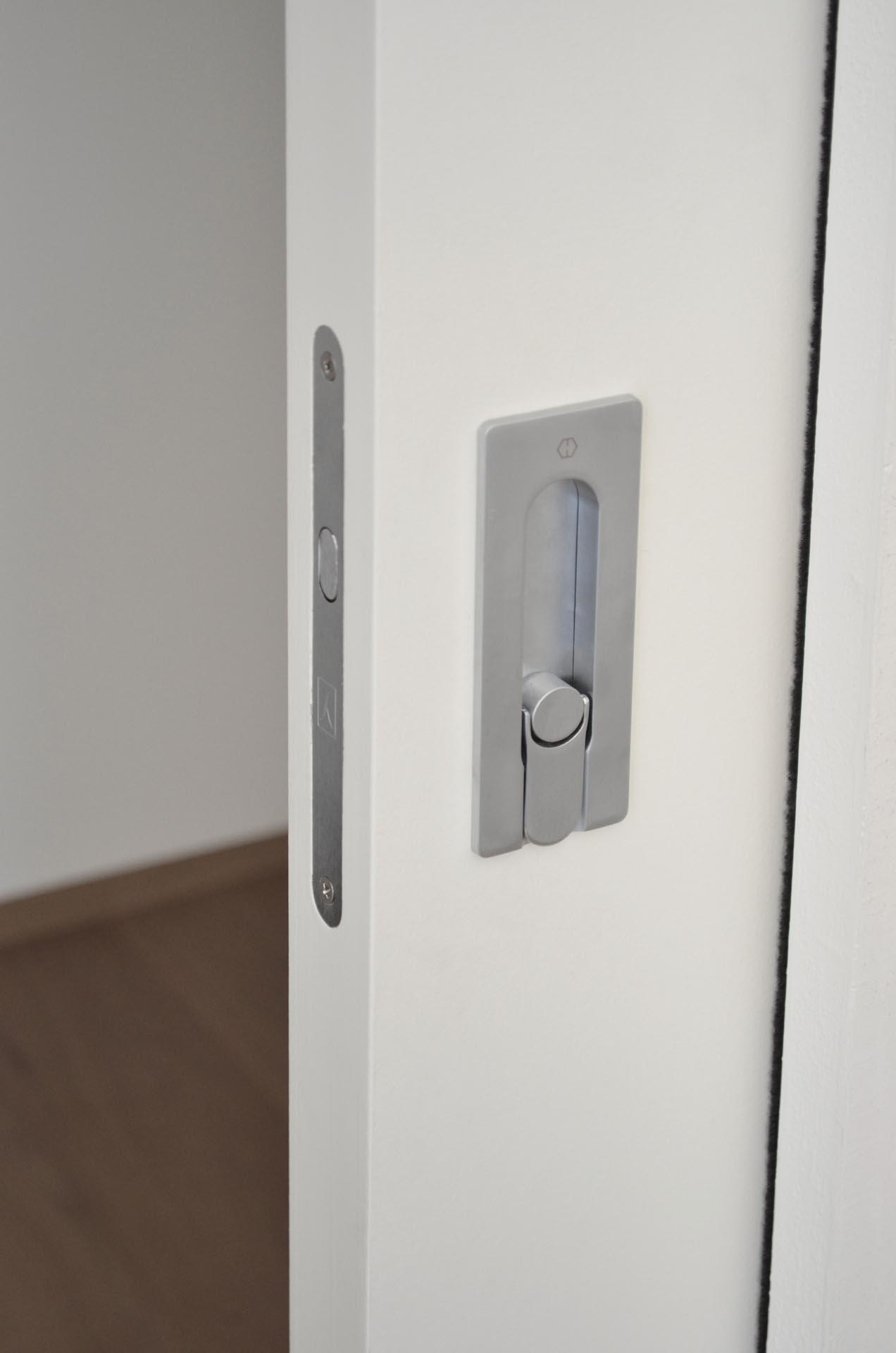 porta-scorrevole-interno-muro-serratura-gancio-maniglia ...